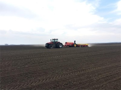Case IH and Väderstad smash maize planting world record as Magnum 380 CVX powers team to triumph in Hungary