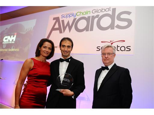 Supply Chain Global Award - Fabrizio Sanna accepts Award