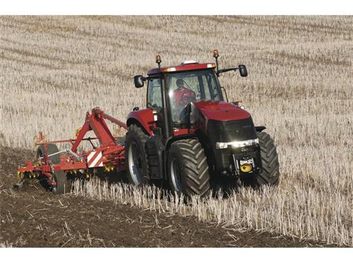 Magnum 370 CVX undertaking cultivation work