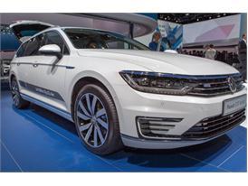 Continental at IAA 2015 VW PassatV GTE 1 01