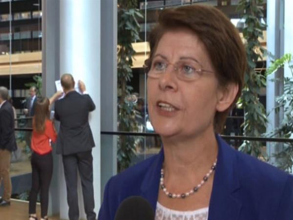 Refugee crisis dominates state of the EU debate - EP backs ban on animal cloning