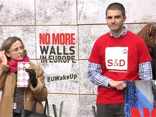 S&D MEPs demonstrate in solidarity with refugees