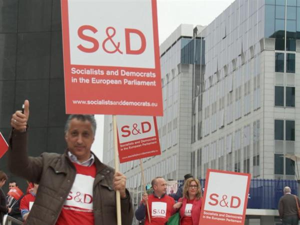 MEPs stand with Trade Unionists against social dumping