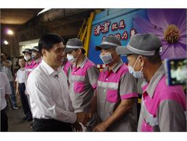 Rock the Rubbish-Taipei City mayor Hao greets city janitors