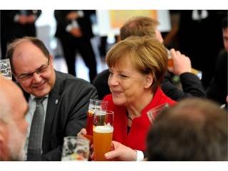 Bundeskanzlerin Angela Merkel mit dem Bundesminister für Ernährung und Landwirtschaft, Christian Schmidt.