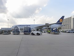 Lufthansa Airbus A350-900: Successful Cargo Test Loading of a Trent XWB Engine