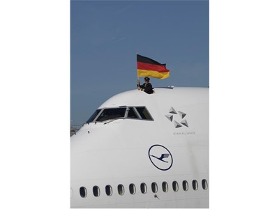 Flight crew is greeting while taxiing after arrival in Frankfurt from Rio de Janeiro (Boeing 747-8)