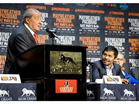 Bob Arum with Manny Pacquiao 15