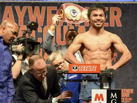 Pacquiao on scales 1648