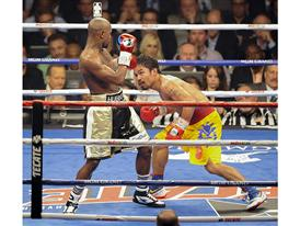 Pacquiao looks for an opening 3311