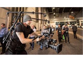 An exhibitor demonstrates Cinema Devices Antigravitycam camera