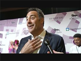 Brad Garrett mixes it up on the red carpet in Las Vegas
