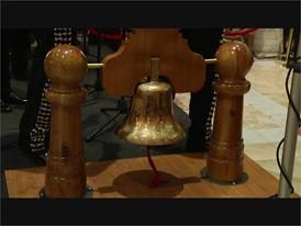 El Grito Forum Shops Bell Ringing