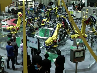 Human-Robot-Collaboration - A New Generation of Robots is Ready for the Market