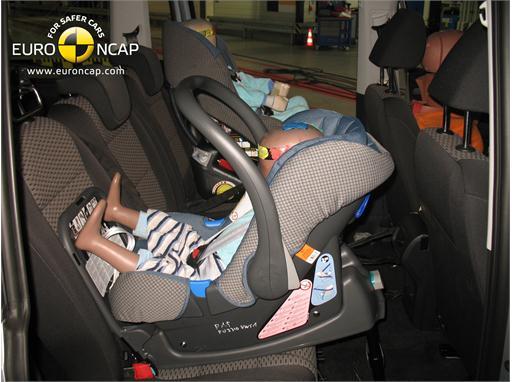 VW Sharan - Child Rear Seat crash test