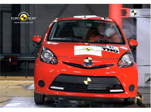 Toyota Aygo -  Pole crash test 2012