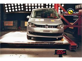 VW Sharan - Pole crash test