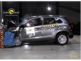 Mitsubishi ASX – Front crash test