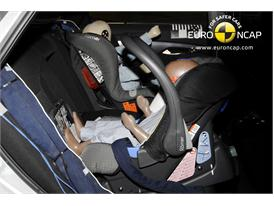 HYUNDAI i40 – Child Rear Seat crash test