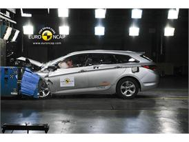 HYUNDAI i40 – Front crash test