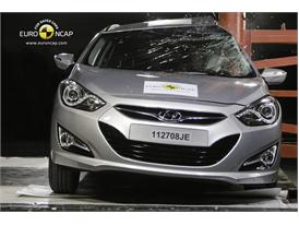 HYUNDAI i40 – Pole crash test
