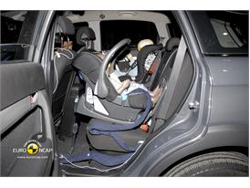 Chevrolet Captiva – Child Rear Seat crash test