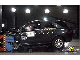 Mercedes M-Class  – Front crash test
