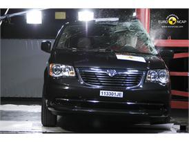Lancia Voyager – Pole crash test