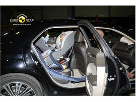 Lancia Thema - Child Rear Seat crash test