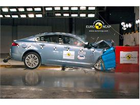 Jaguar XF – Front crash test