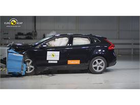 Volvo V40 – Front crash test