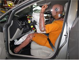 VW Golf Frontal crash test 2012 - Driver