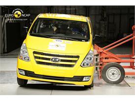 Hyundai H1 2012 - Side crash test 2012