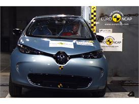 Renault ZOE - Pole crash test 2013