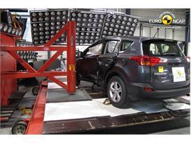 Toyota RAV4 - Pole crash test 2013 - after crash