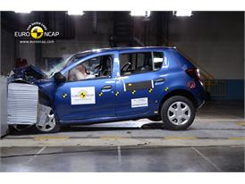 Dacia Sandero - Frontal crash test 2013