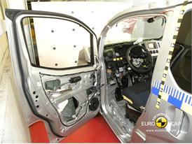 Nissan Evalia - Frontal crash test 2013 - after crash