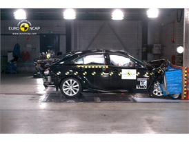Lexus IS 300h - Frontal crash test 2013