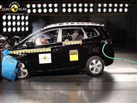 Kia Carens  - Frontal crash test 2013