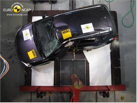 Suzuki SX4 - Pole crash test 2013 - after crash