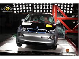 BMW i3 - Pole crash test 2013