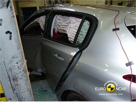 Peugeot 308 - Pole crash test 2013 - after crash