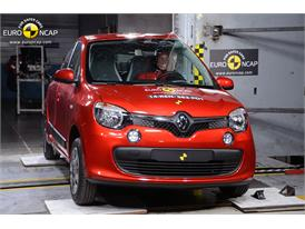 Renault Twingo - Pole crash test 2014