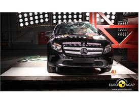 Mercedes-Benz GLA-Class - Pole crash test 2014