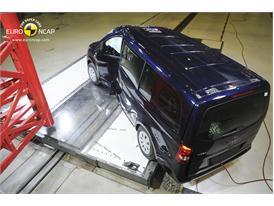 Mercedes-Benz V-Class - Pole crash test 2014  - after crash