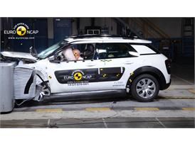Citroën C4 Cactus  - Frontal crash test 2014