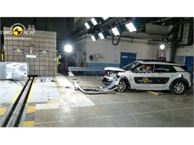 Citroën C4 Cactus - Frontal crash test 2014 - after crash