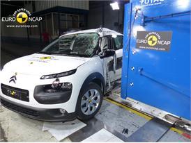 Citroën C4 Cactus  - Pole crash test 2014 - after crash