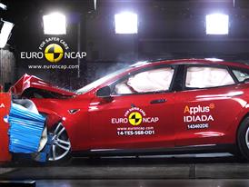 Tesla Model S  - Frontal crash test 2014