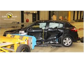 Renault Megane Hatch Reassessment - Side crash test 2014